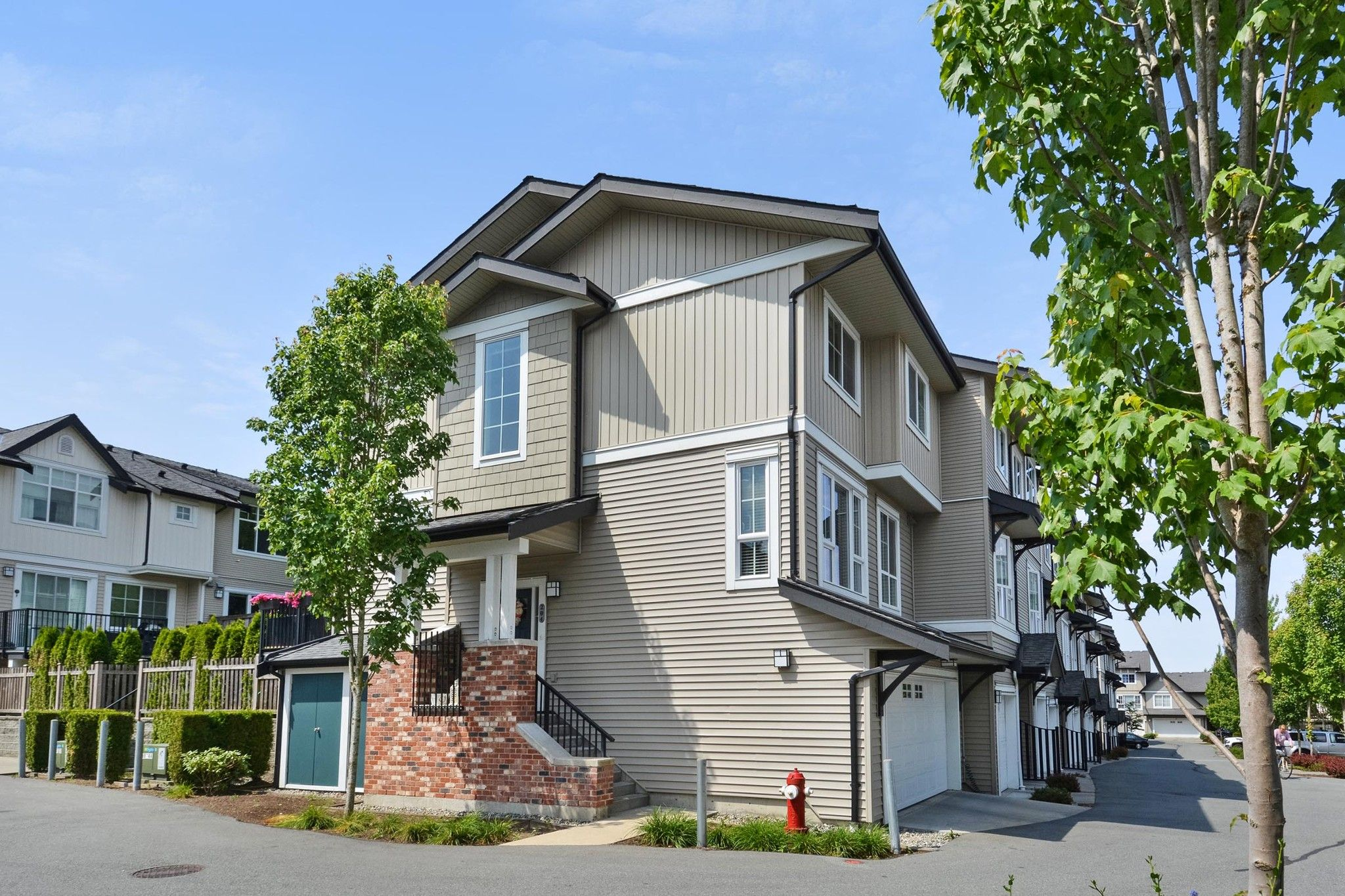 """Main Photo: 204 2450 161A Street in Surrey: Grandview Surrey Townhouse for sale in """"GLENMORE"""" (South Surrey White Rock)  : MLS®# R2277039"""