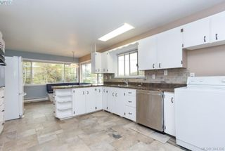 Photo 6: 2048 Melville Dr in SAANICHTON: Si Sidney North-East House for sale (Sidney)  : MLS®# 772514