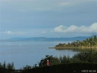 Photo 2: 1586 Mileva Lane in VICTORIA: SE Gordon Head House for sale (Saanich East)  : MLS®# 724962