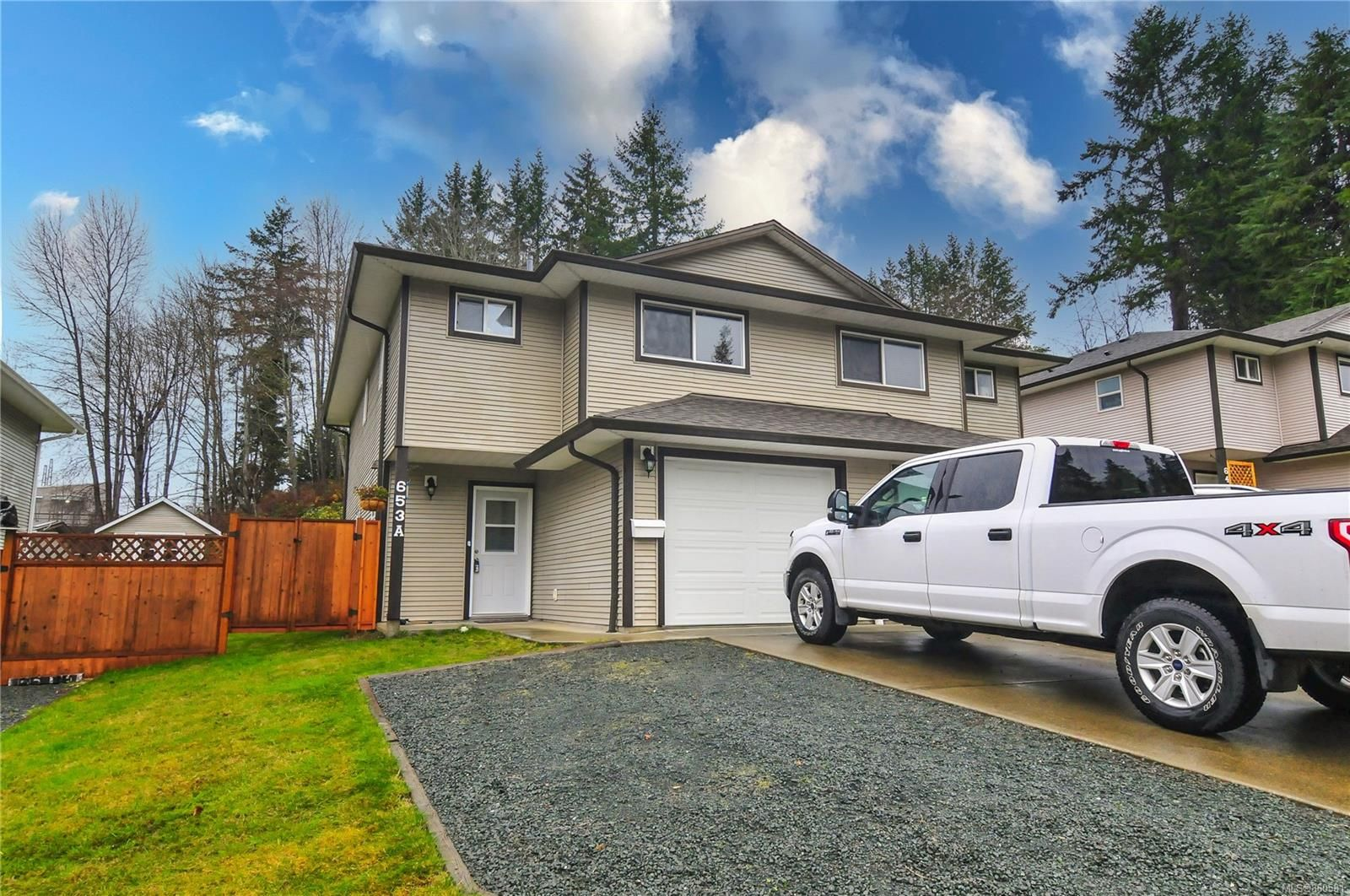 Main Photo: A 653 Otter Rd in : CR Campbell River Central Half Duplex for sale (Campbell River)  : MLS®# 860581