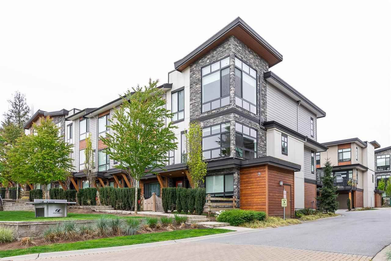"""Main Photo: 94 16488 64 Avenue in Surrey: Cloverdale BC Townhouse for sale in """"Harvest"""" (Cloverdale)  : MLS®# R2576907"""