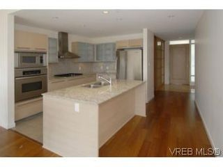 Photo 5: 212 68 Songhees Rd in VICTORIA: VW Songhees Condo for sale (Victoria West)  : MLS®# 499543