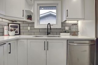 Photo 14: 428 Queensland Place SE in Calgary: Queensland Detached for sale : MLS®# A1123747