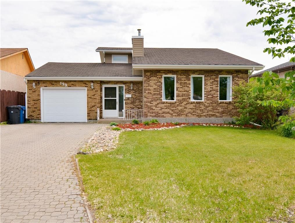 Main Photo: 199 Leahcrest Crescent in Winnipeg: Maples Residential for sale (4H)  : MLS®# 202114158