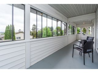 """Photo 3: 18076 58TH Avenue in Surrey: Cloverdale BC House for sale in """"CLOVERDALE"""" (Cloverdale)  : MLS®# F1440680"""