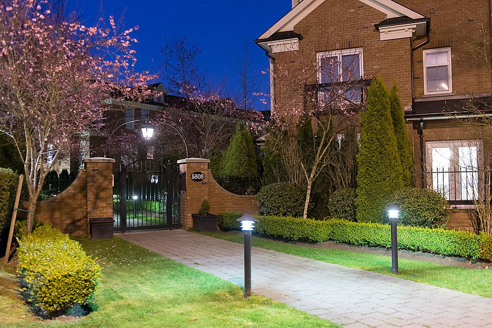 """Main Photo: 2 5808 TISDALL Street in Vancouver: Oakridge VW Townhouse for sale in """"TOWNE"""" (Vancouver West)  : MLS®# V998912"""