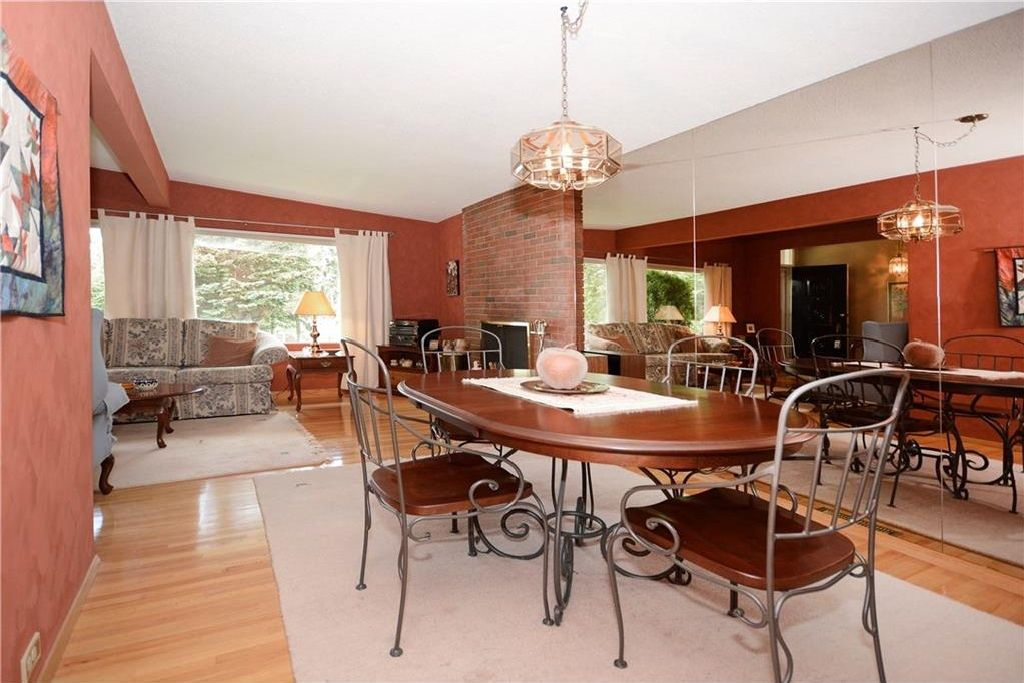 Photo 10: Photos: 3148 BREEN Crescent NW in Calgary: Brentwood House for sale : MLS®# C4121729