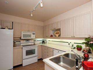 """Photo 18: 105 3600 WINDCREST Drive in North Vancouver: Roche Point Townhouse for sale in """"WINDSONG"""" : MLS®# V932458"""