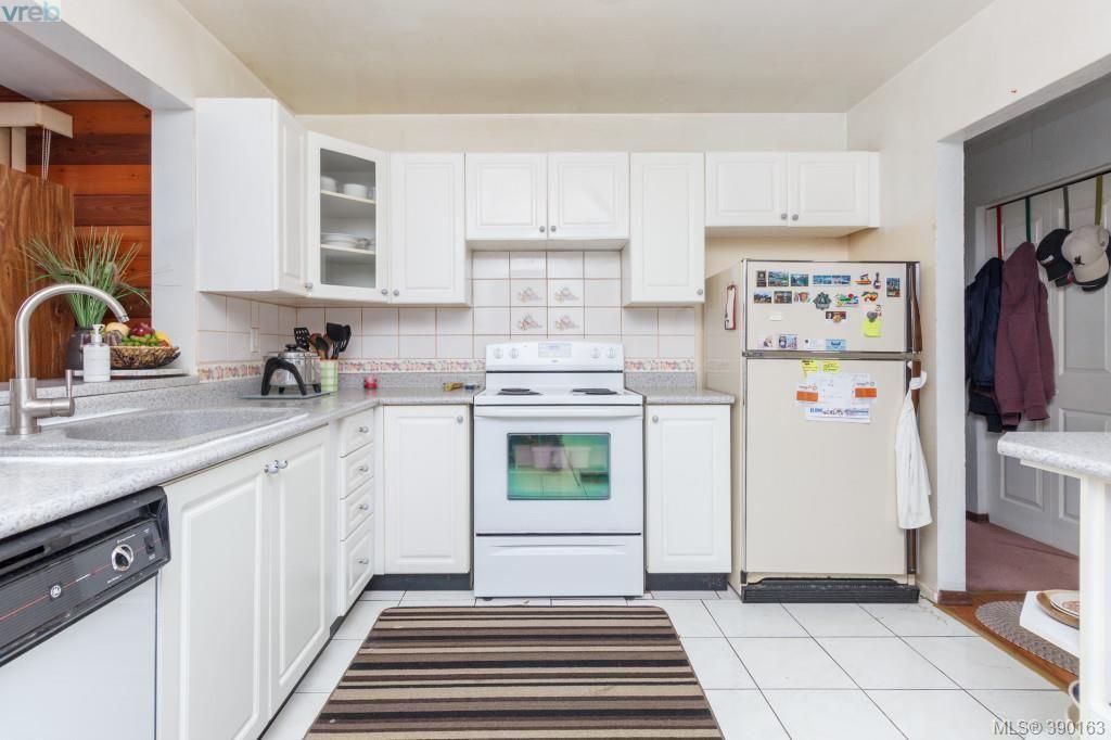 Photo 6: Photos: 2140 Skylark Lane in SIDNEY: Si Sidney North-West House for sale (Sidney)  : MLS®# 784240