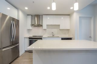 Photo 4: 112 719 W 3RD Street in North Vancouver: Harbourside Condo for sale : MLS®# R2420428