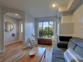 Photo 5: 2 2828 Shelbourne St in : Vi Oaklands Row/Townhouse for sale (Victoria)  : MLS®# 866174