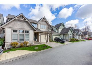"""Photo 2: 13 6177 169 Street in Surrey: Cloverdale BC Townhouse for sale in """"Northview Walk"""" (Cloverdale)  : MLS®# R2559124"""