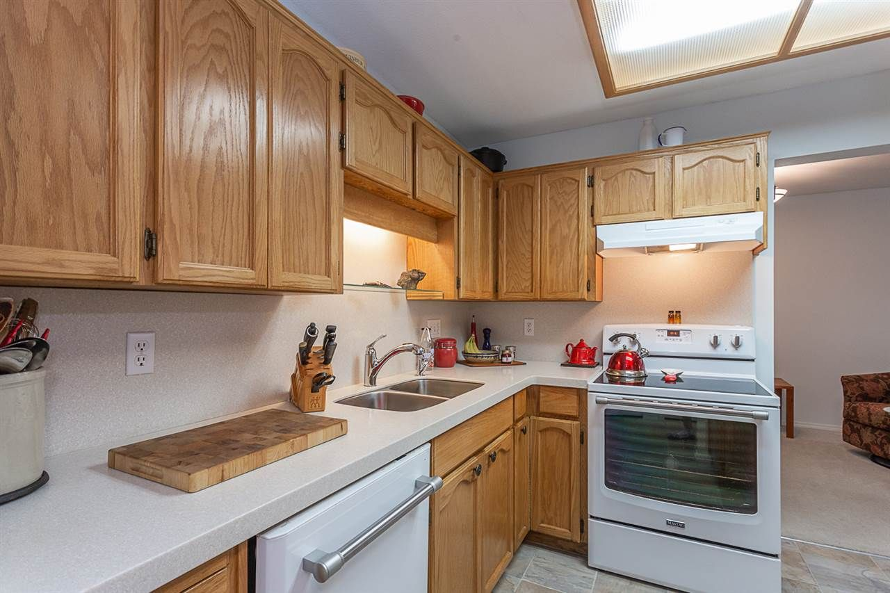 "Photo 3: Photos: 102 5375 205 Street in Langley: Langley City Condo for sale in ""GLENMONT PARK"" : MLS®# R2335377"