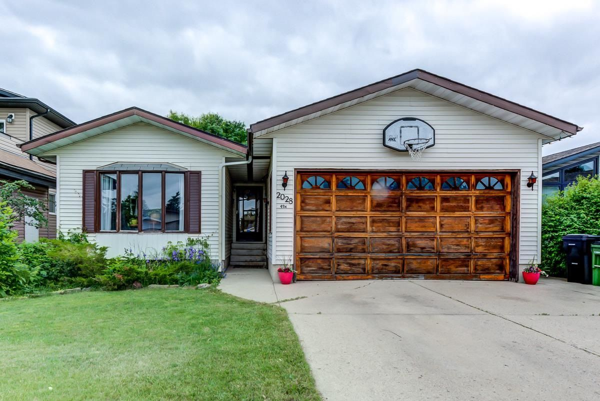 Main Photo: 2028 49A Street in Edmonton: Zone 29 House for sale : MLS®# E4250386