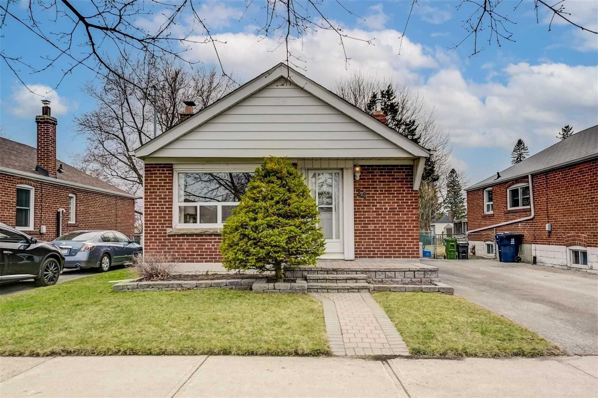 Main Photo: 24 Highvale Road in Toronto: Clairlea-Birchmount House (Bungalow) for sale (Toronto E04)  : MLS®# E5182844