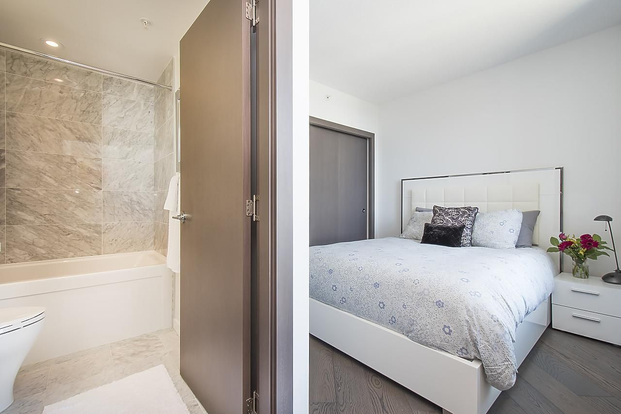 """Photo 10: Photos: 1908 68 SMITHE Street in Vancouver: Downtown VW Condo for sale in """"1 PACIFIC"""" (Vancouver West)  : MLS®# R2244187"""