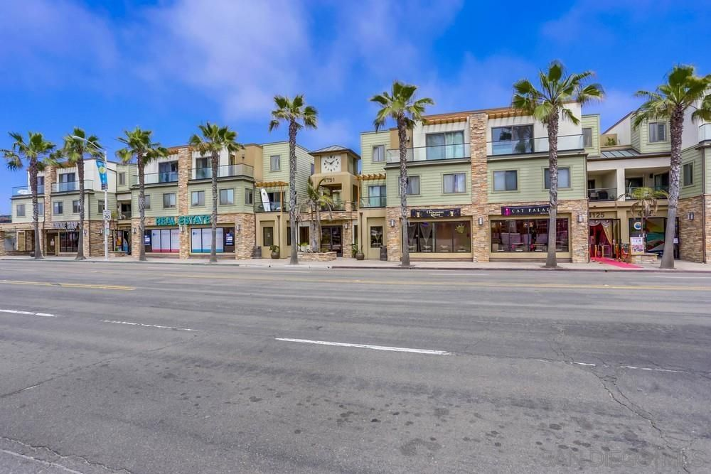 Main Photo: PACIFIC BEACH Condo for sale : 3 bedrooms : 4151 Mission Blvd #208 in San Diego