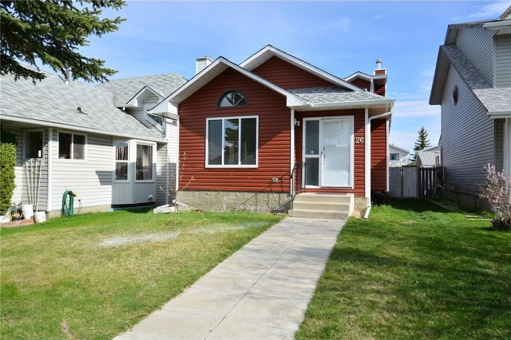 Main Photo: 26 MARTINGROVE Mews NE in Calgary: Martindale House for sale : MLS®# C4116832