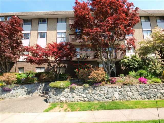 "Main Photo: 203 120 E 4TH Street in North Vancouver: Lower Lonsdale Condo for sale in ""Excelsior House"" : MLS®# V829658"