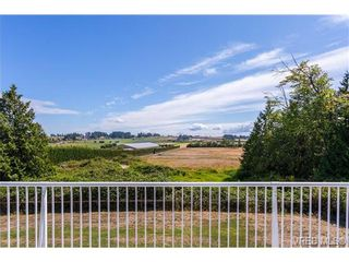 Photo 1: 6775 Danica Pl in VICTORIA: CS Martindale House for sale (Central Saanich)  : MLS®# 740131