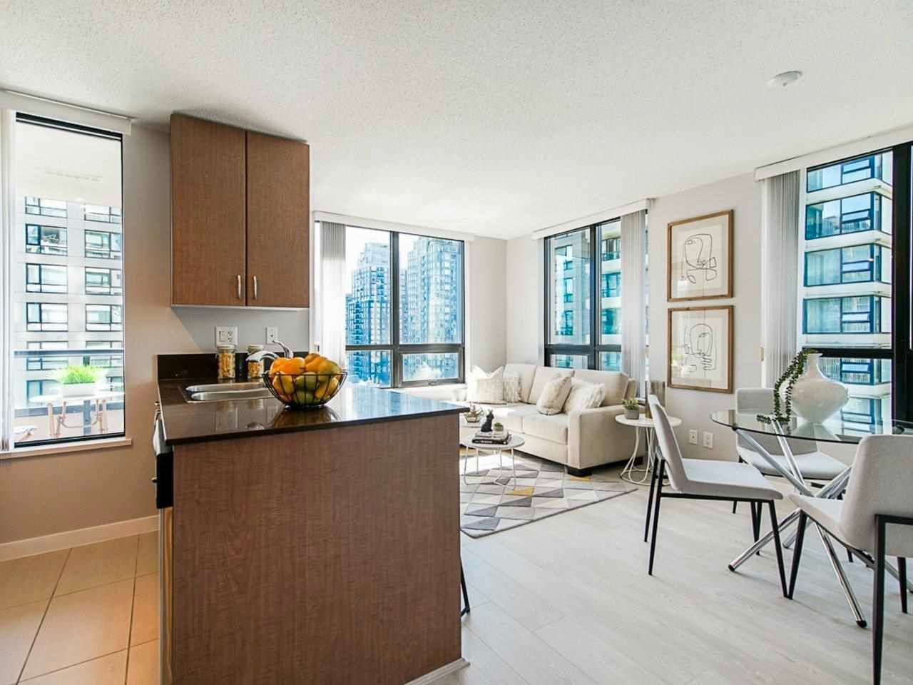 """Main Photo: 1307 909 MAINLAND Street in Vancouver: Yaletown Condo for sale in """"Yaletown Park 2"""" (Vancouver West)  : MLS®# R2589059"""