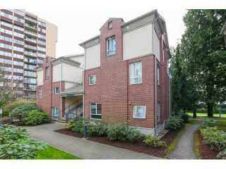 """Photo 1: 5 7077 BERESFORD Street in Burnaby: Highgate Townhouse for sale in """"CITY CLUB IN THE PARK"""" (Burnaby South)  : MLS®# V1139314"""