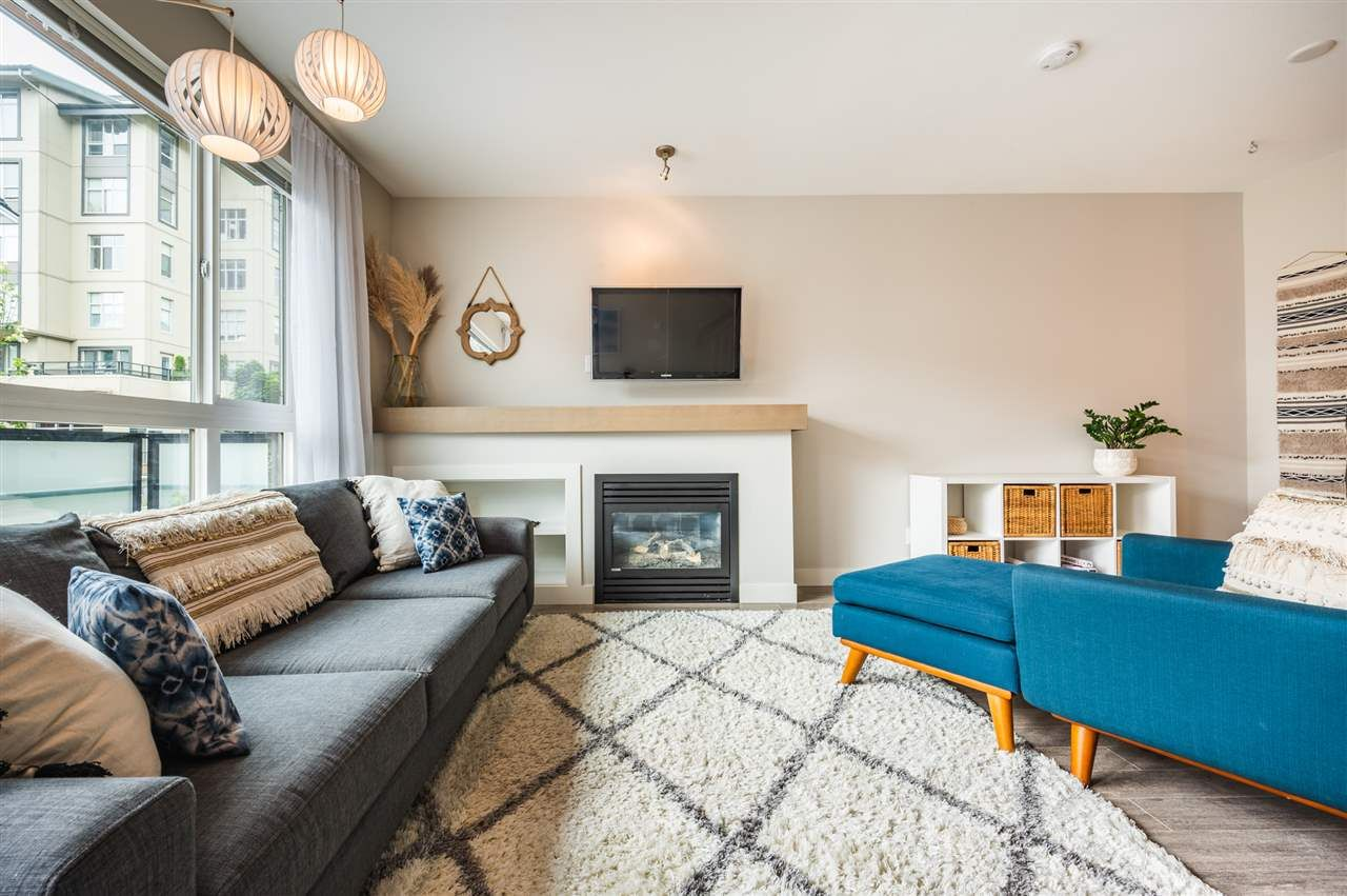 Photo 2: Photos: 38341 SUMMITS VIEW Drive in Squamish: Downtown SQ Townhouse for sale : MLS®# R2464526