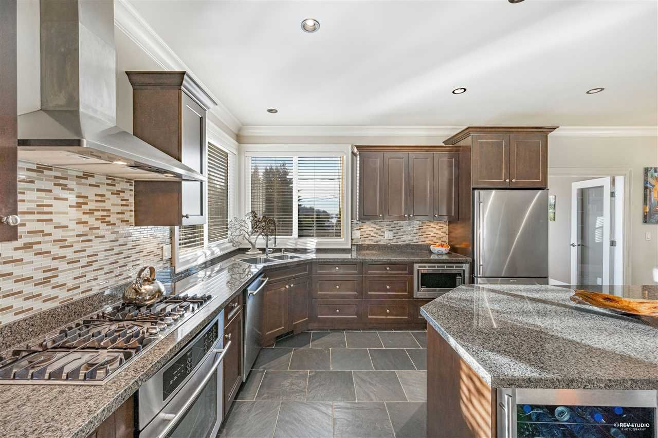 Photo 14: Photos: 645 IOCO Road in Port Moody: North Shore Pt Moody House for sale : MLS®# R2537725