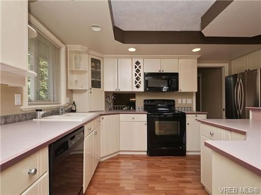 Photo 9: Photos: 1629 Kisber Ave in VICTORIA: SE Mt Tolmie House for sale (Saanich East)  : MLS®# 711136