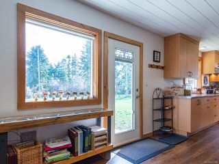 Photo 9: 5581 Seacliff Rd in COURTENAY: CV Courtenay North House for sale (Comox Valley)  : MLS®# 837166