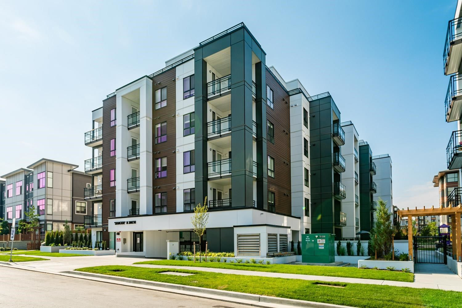 """Main Photo: 412B 20838 78B Avenue in Langley: Willoughby Heights Condo for sale in """"Hudson & Singer"""" : MLS®# R2605965"""