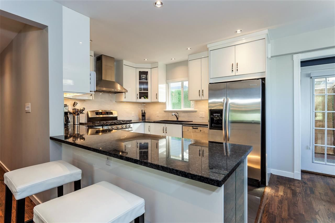 Main Photo: 267 CHESTER Court in Coquitlam: Cape Horn House for sale : MLS®# R2203386