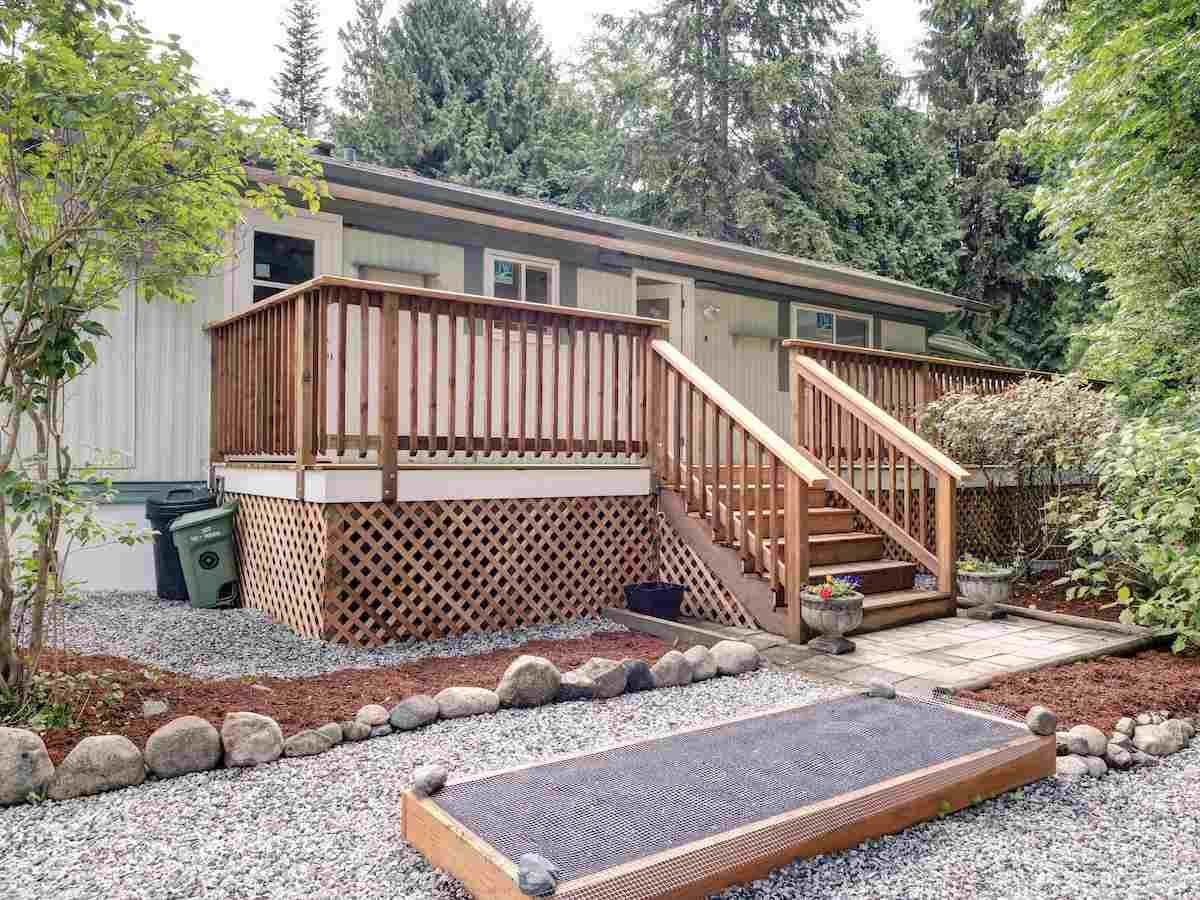 Main Photo: 17 240 HARRY Road in Gibsons: Gibsons & Area Manufactured Home for sale (Sunshine Coast)  : MLS®# R2588608
