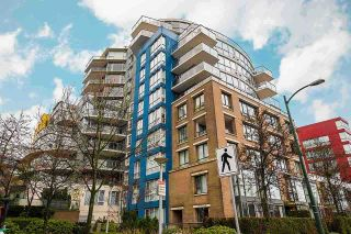 """Main Photo: 1476 W 5TH Avenue in Vancouver: False Creek Townhouse for sale in """"CARRARA OF PORTICO VILLAGE"""" (Vancouver West)  : MLS®# R2590308"""