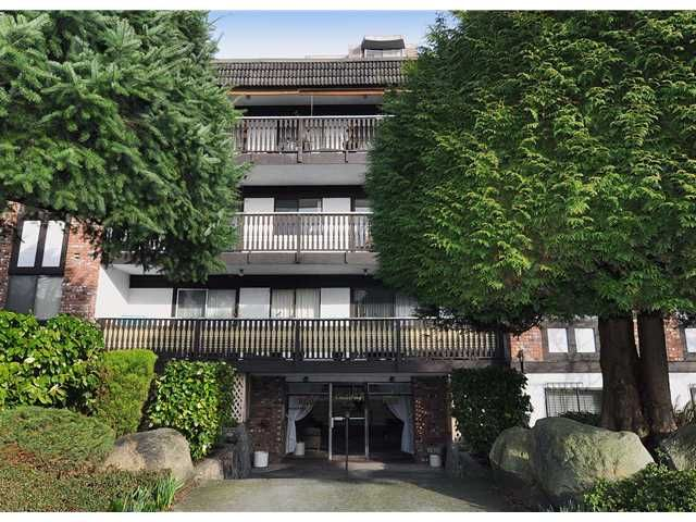 """Main Photo: 204 1610 CHESTERFIELD Avenue in North Vancouver: Central Lonsdale Condo for sale in """"CANTERBURY HOUSE"""" : MLS®# V934824"""