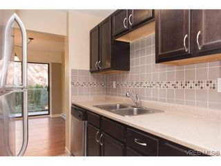Photo 1: 205 2125 Oak Bay Avenue in VICTORIA: OB South Oak Bay Condo  (Oak Bay)  : MLS®# 315280