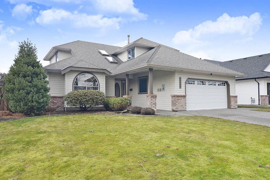 Main Photo: 22157 46 Avenue in Langley: Murrayville House for sale : MLS®# R2440187