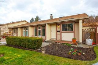 Photo 1: 22 4140 Interurban Rd in VICTORIA: SW Strawberry Vale Row/Townhouse for sale (Saanich West)  : MLS®# 780996