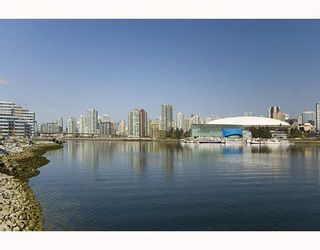 Photo 2: 700 9 Smithe Mews in Vancouver: Condo for sale : MLS®# V781778