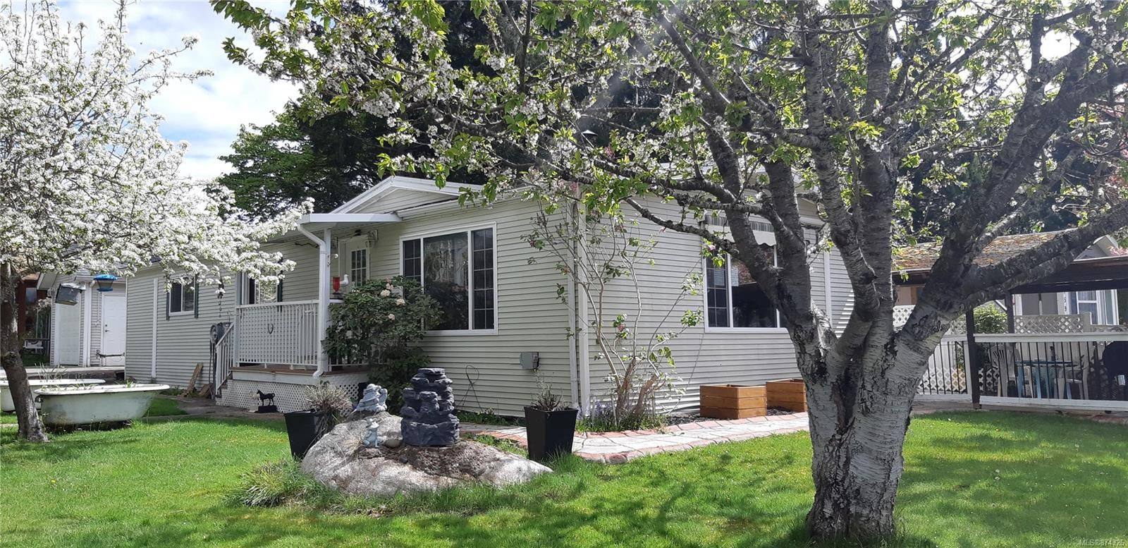 Main Photo: 2153 Stadacona Dr in : CV Comox (Town of) Manufactured Home for sale (Comox Valley)  : MLS®# 874326