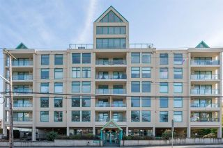 """Photo 1: 301 15466 NORTH BLUFF Road: White Rock Condo for sale in """"THE SUMMIT"""" (South Surrey White Rock)  : MLS®# R2273976"""