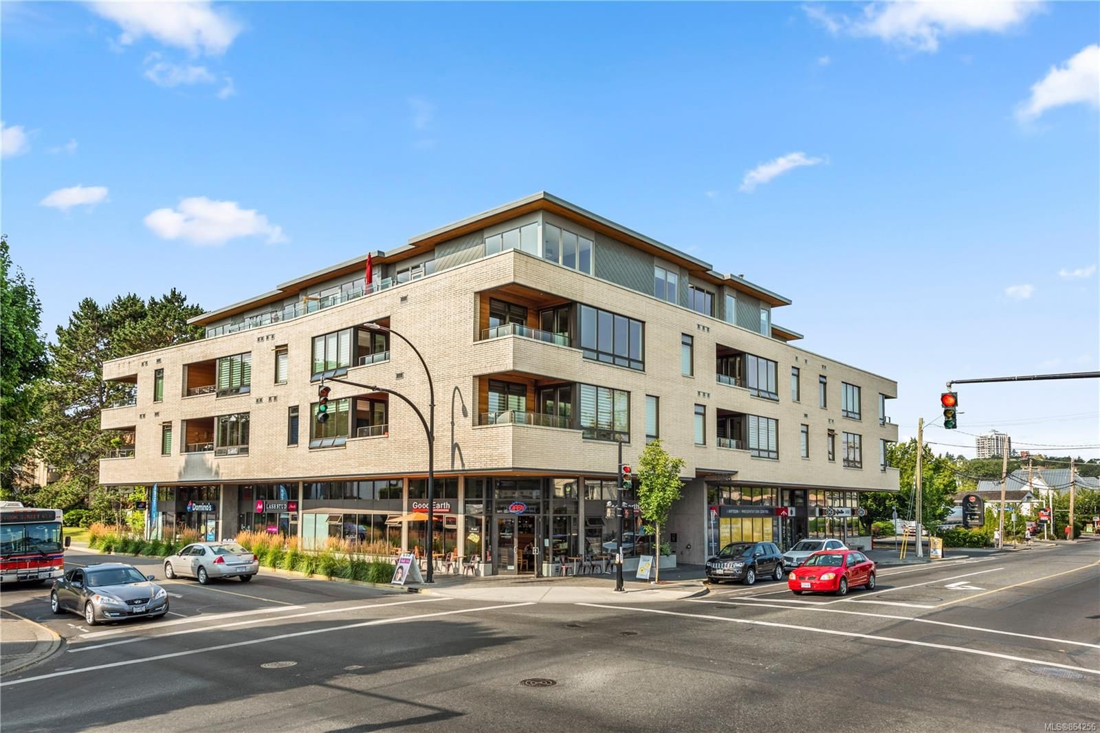 Main Photo: 205 1969 Oak Bay Ave in : Vi Fairfield East Condo for sale (Victoria)  : MLS®# 864256