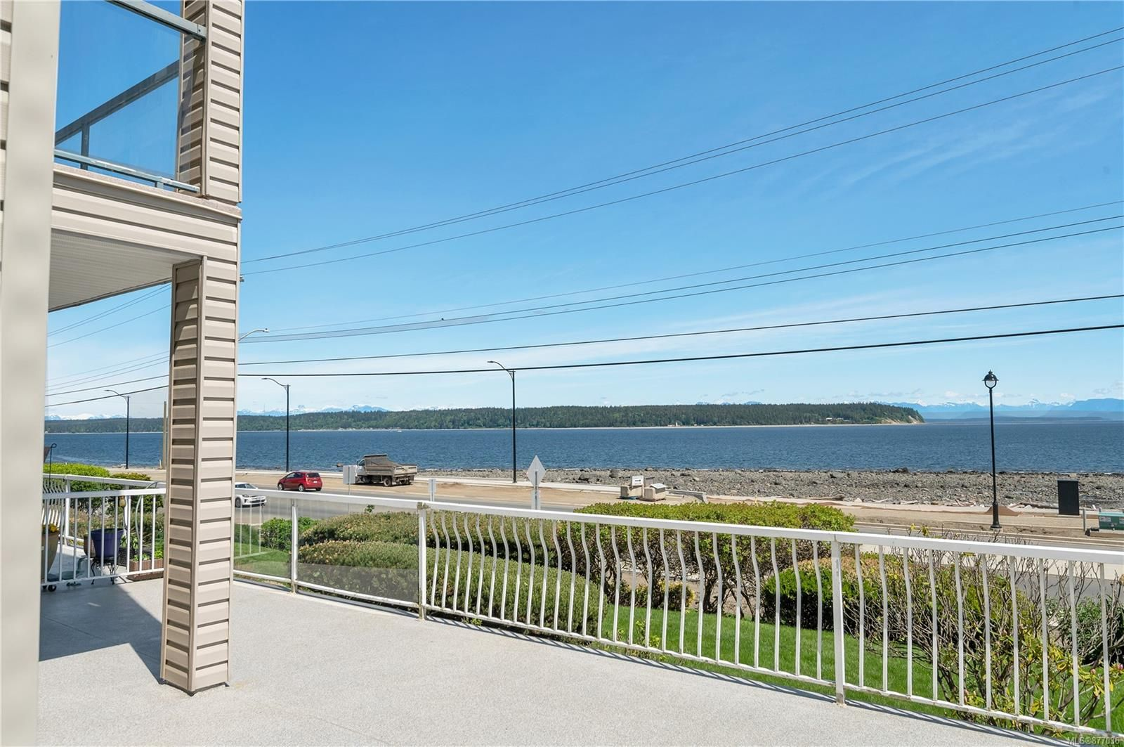 Main Photo: 105 1350 S Island Hwy in : CR Campbell River Central Condo for sale (Campbell River)  : MLS®# 877036