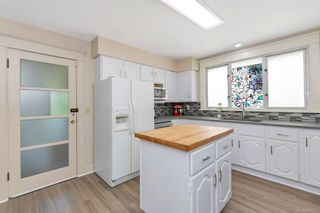 Photo 11: 934 Queens Ave in : Vi Central Park House for sale (Victoria)  : MLS®# 878239