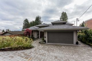 Photo 3: 2566 MARINE Drive in West Vancouver: Dundarave House for sale : MLS®# R2568519