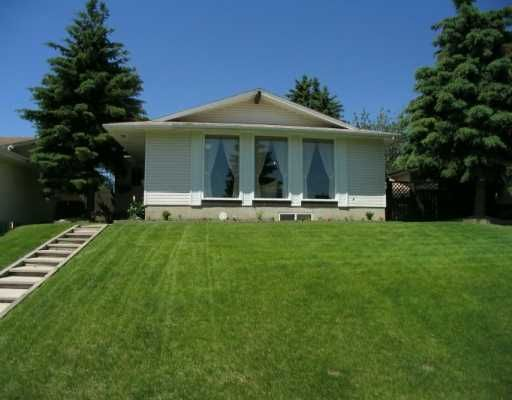 Main Photo:  in CALGARY: Huntington Hills Residential Detached Single Family for sale (Calgary)  : MLS®# C3176450