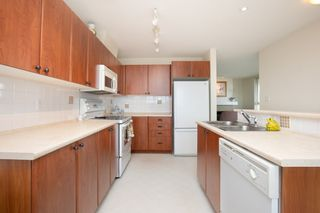 "Photo 8: 415 7089 MONT ROYAL Square in Vancouver: Champlain Heights Condo for sale in ""CHAMPLAIN VILLAGE"" (Vancouver East)  : MLS®# R2394689"