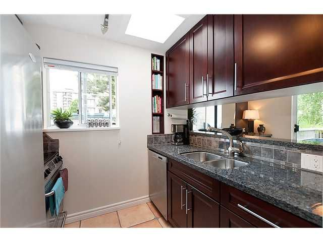 Photo 6: Photos: 401 1465 COMOX Street in Vancouver: West End VW Condo for sale (Vancouver West)  : MLS®# V957828