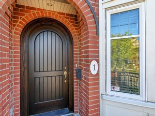 Photo 2: 1 675 Superior St in Victoria: Vi James Bay Row/Townhouse for sale : MLS®# 838032