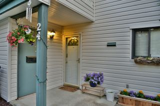 "Photo 2: 24 6617 138 Street in Surrey: East Newton Townhouse for sale in ""Hyland Creek"" : MLS®# R2182099"
